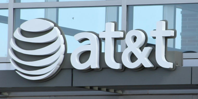 AT&T Data Throttling Could Draw Punishment From FTC in 2021