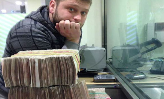 Images of Seleznev with stacks of cash were found on his laptop following his 2014 arrest in the Maldives.