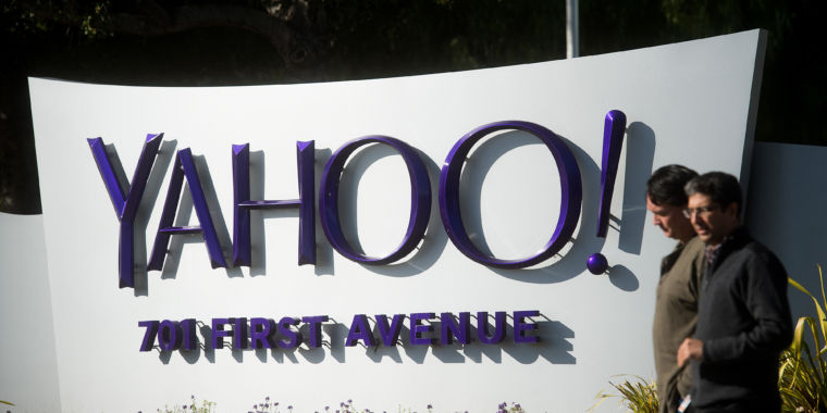 US charges two Russian agents with ordering hack of 500m Yahoo accounts
