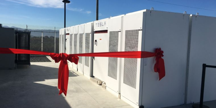 """Elon Musk on batteries for Australia: """"Installed in 100 days or it is free"""""""