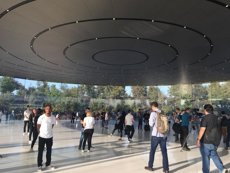 Apple delays return to office to at least January 2022